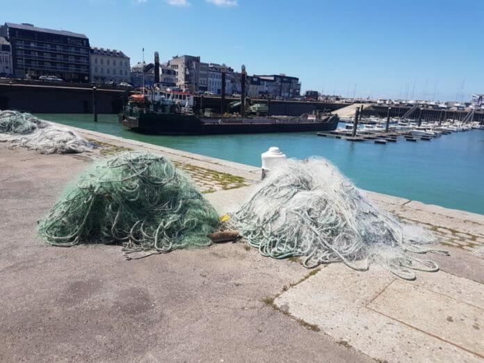 Filets de pêche sur le port de Fécamp