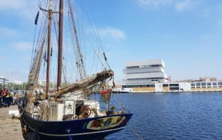 déchargement du Café par TOWT au Havre