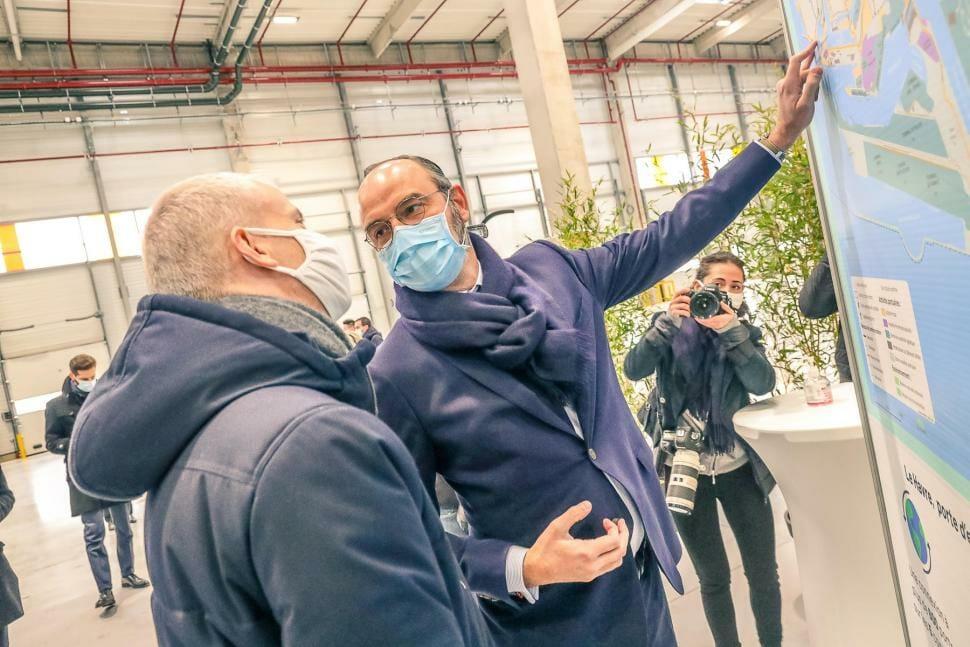 Visite du chantier des entrepôts HAVLOG au Havre par Franck Riester et Edouard Philippe le 8 janvier 2021